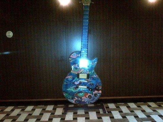 Seminole Hard Rock Hotel Hollywood : Big artwork guitar