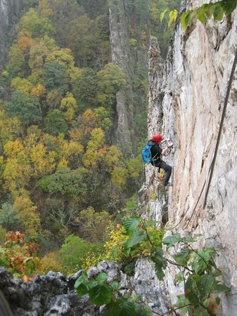 NROCKS Outdoor Adventures: Scaling the wall after the Queen's Throne