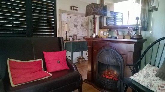 Cali Cochitta Bed & Breakfast : The cozy living room area