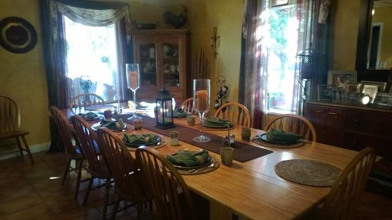 Cali Cochitta Bed & Breakfast: The dining room