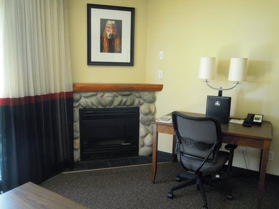 Best Western Tin Wis Resort: Gas Fireplace