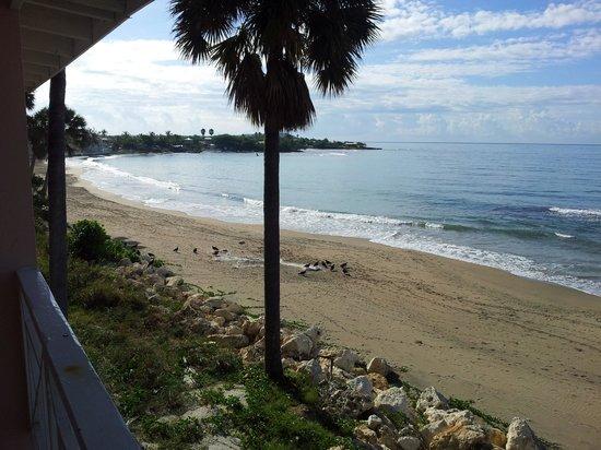 Treasure Beach Hotel: Balcony Veiw Left