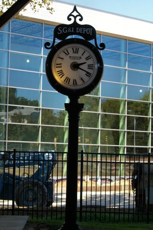 Evansville Museum of Arts, History & Science: clock outside the train station