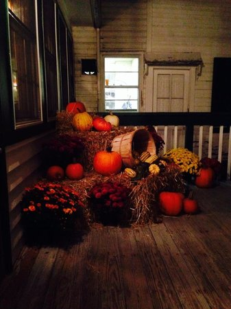 Four Corners Country Inn: Halloween soon