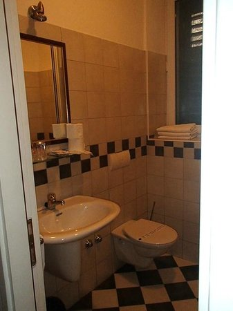 Hotel Slavija bathroom