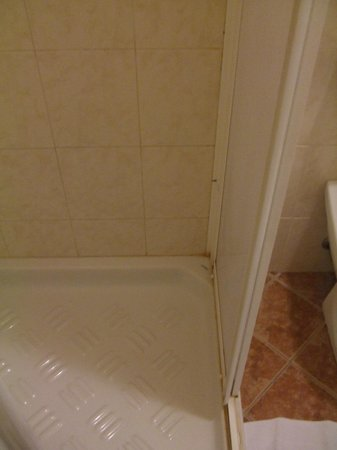 Hotel Palazzo dei Priori: Not the cleanest shower