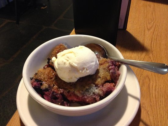 Mabry Mill Restaurant: Yummy homemade berry cobbler