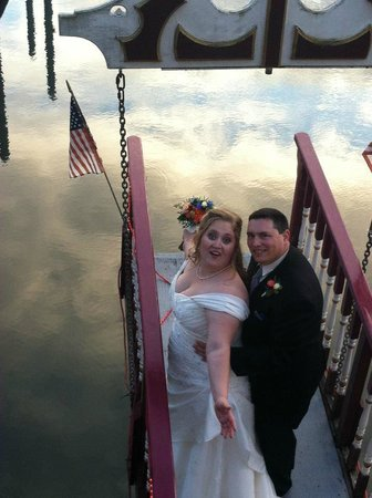 Willamette Queen Sternwheeler: The lovely newlyweds on the bow.