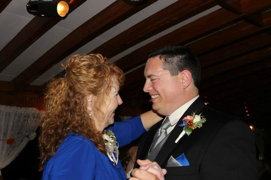 Willamette Queen Sternwheeler: The mother of the groom and groom's dance.