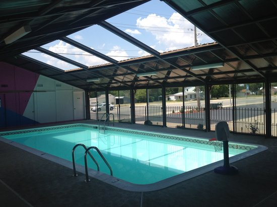 Outrigger Motel: heated pool