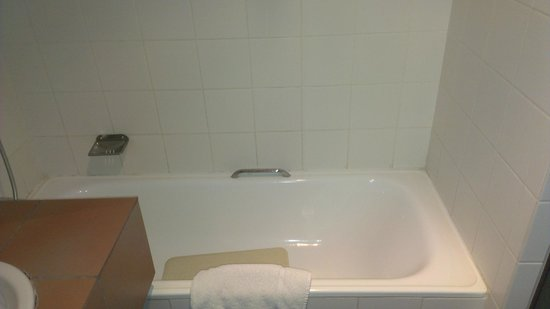 Blue Pearl Hotel: Bathtub