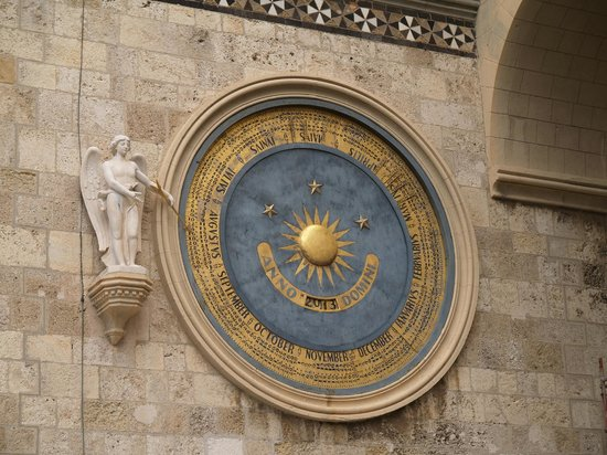 Taormina Tour - Day Tours: Astronomical clock in Messina