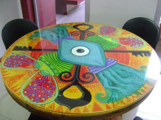 UNICO Eco Hostel Boutique : Mesas del comedor