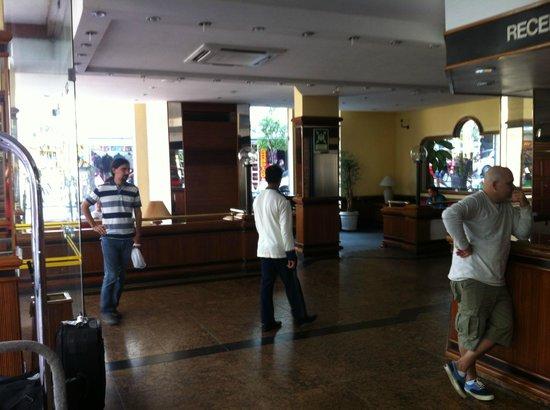 Lord Hotel: Lobby