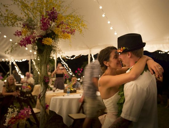 Puakea Ranch : Our first dance under the much appreciated tent