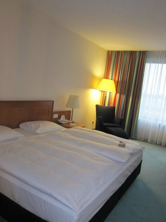 Maritim Hotel Frankfurt / Main: Large Bed