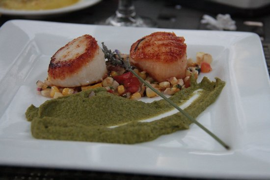 The Dan'l Webster Inn Restaurant: Get the sea scallops!