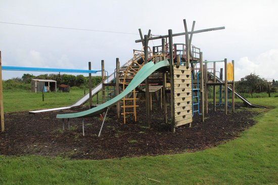 Charles Court Motel: The playground behind our room.