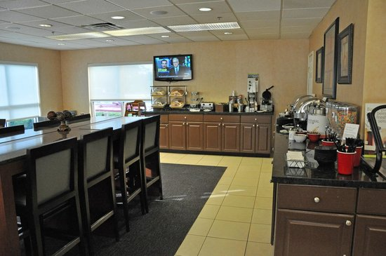 Residence Inn Corpus Christi: Breakfast bar.