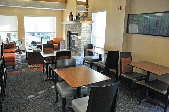 Residence Inn Corpus Christi: Dining area.