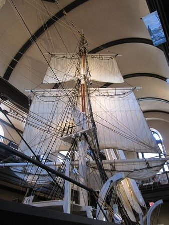 New Bedford Whaling Museum: amazing display