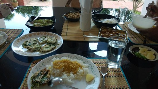 Mitali Homestays: The scrumptious lunch we were served on arrival