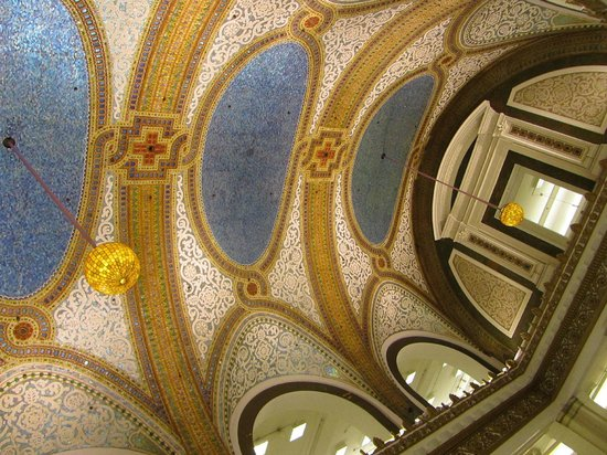 Walk Chicago Tours: largest Tiffany ceiling in the world, in Marshall Fields former flagship store