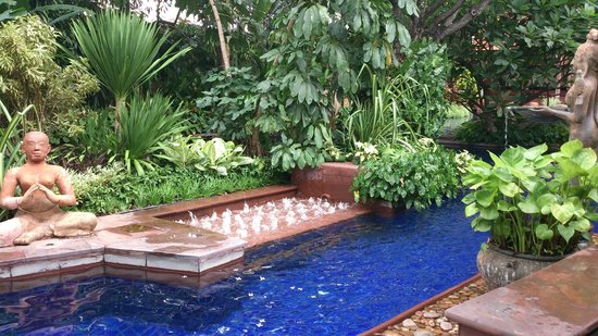 Sheraton Grande Sukhumvit, A Luxury Collection Hotel: Swimming pool for the hot hot weather