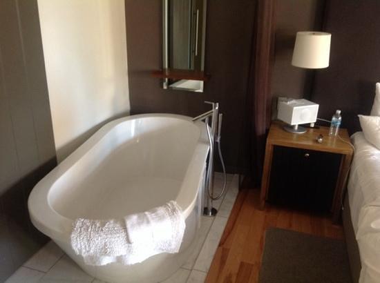 Andaz Napa: two room terrace bathtub
