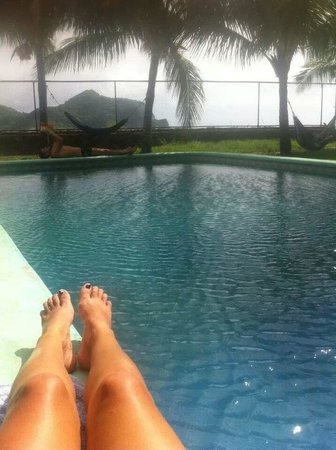 Yajure Surf Hostel: lazing by the pool in the sun