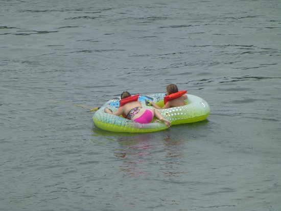 Wilson's Resort: fun floating on tube