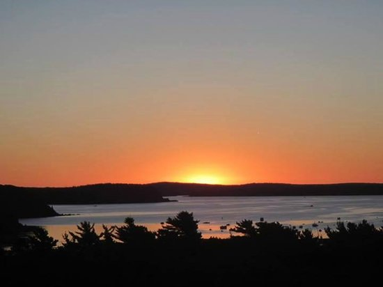 Bluenose Inn - A Bar Harbor Hotel: sunset from outside our room