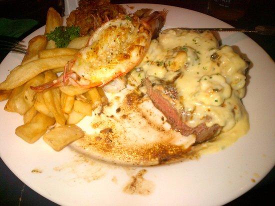 Safari Club Bar & Grill: Med rare Steak (?) and (no) Crab. Tasted good though.