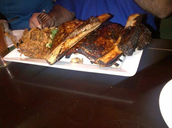 Safari Club Bar & Grill: 3 types of ribs.