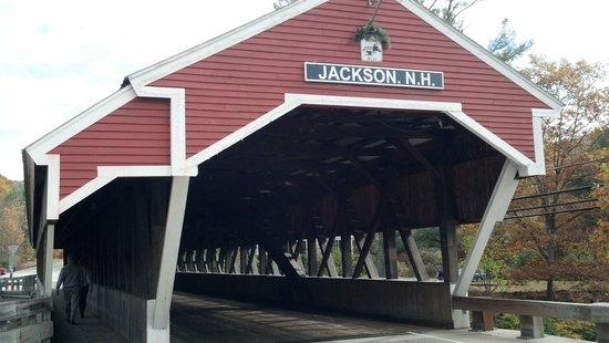 Christmas Farm Inn: Jackson wooden covered bridge