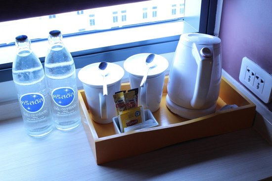 Ibis Bangkok Siam : Water and coffee pot