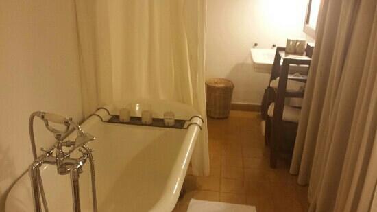 Ana Mandara Villas Dalat Resort & Spa : bathroom