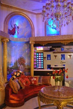 Q Hotel: Reception