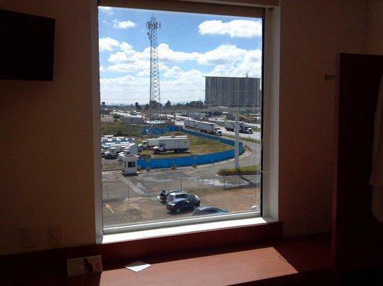 One Queretaro Aeropuerto: La vista a la autopista jejejje