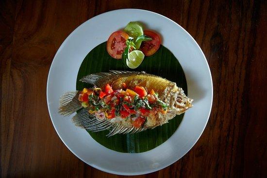 Warung Bendega Ubud: fried fish with balinese sambal
