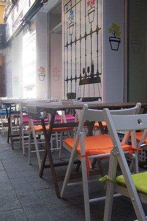 Enredo Bar: Terraza alegre como el sur