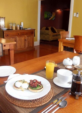 Lupton Lodge: Guest dining room where breakfast is served daily