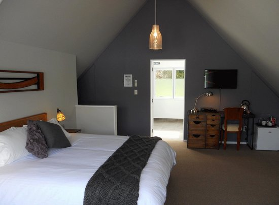 Lupton Lodge: Purple Room (Deluxe Modern King Room) - upstairs in the converted 2-storey barn