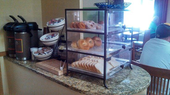 Country Inn & Suites by Radisson, Madison, WI: Breakfast