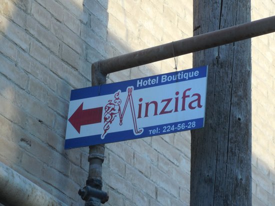 Minzifa Hotel: Gelukkig aanduiding in de wir-war van kleine straatjes