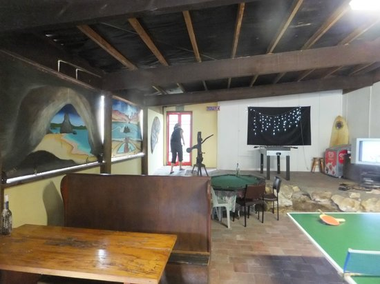 Purangi Winery Pizzeria: Table tennis while you wait for your pizza?
