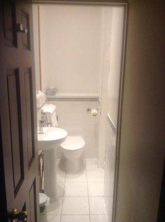 Innkeepers Lodge St Albans, London Colney: snug double room bathroom
