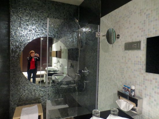 Lac Salin Spa & Mountain Resort: 2 person shower