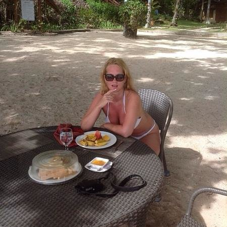 Alegre Beach Resort: завтрак на пляже