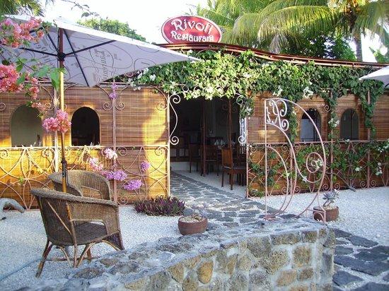 Rivoli Restaurant : infront garden